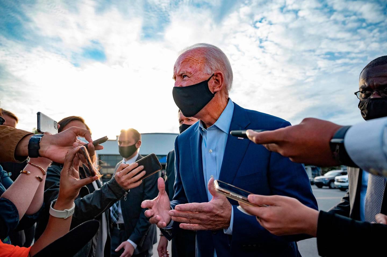 TOPSHOT - Democratic Presidential Candidate Joe Biden speaks with the press before departing Charlotte, North Carolina, on September 23, 2020.  / AFP / JIM WATSON