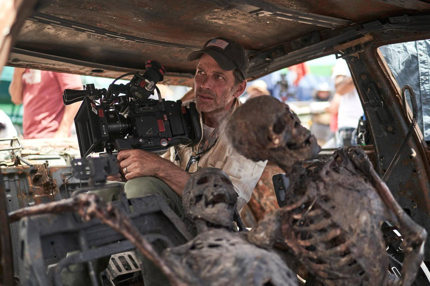 ARMY OF THE DEAD (L to R) ZACK SNYDER (DIRECTOR, PRODUCER, WRITER) in ARMY OF THE DEAD. Cr. CLAY ENOS/NETFLIX © 2021