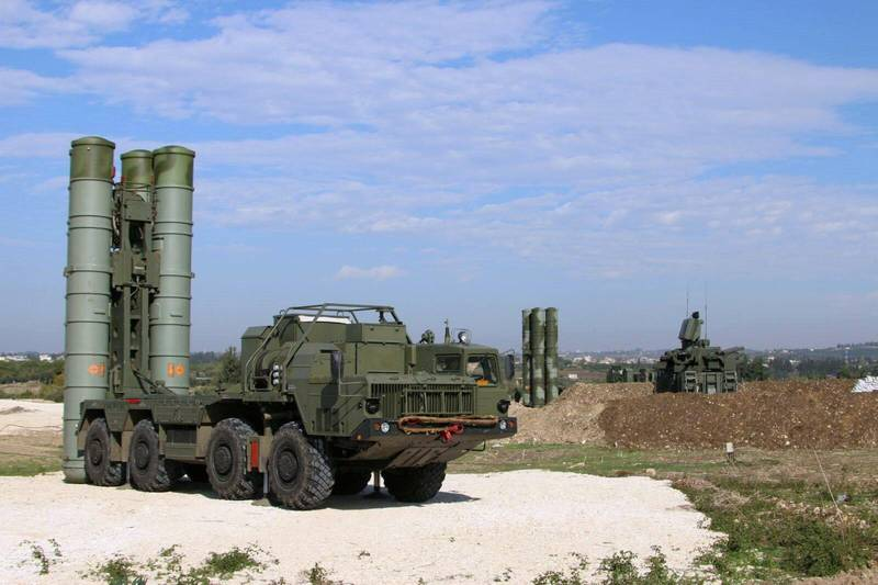 """This handout picture obtained from the Russian Defence Ministry's official Facebook page on November 26, 2015 shows Russia's S-400 air defence missile systems at the Hmeimim airbase in the Syrian province of Latakia. Russia has deployed its advanced S-400 air defence system in Syria, the Russian defence ministry said on November 26, with the weapons to be used to cover the area around its airbase in coastal Latakia. AFP PHOTO / RUSSIAN DEFENCE MINISTRY RESTRICTED TO EDITORIAL USE - MANDATORY CREDIT """" AFP PHOTO / RUSSIAN DEFENCE MINISTRY"""" - NO MARKETING NO ADVERTISING CAMPAIGNS - DISTRIBUTED AS A SERVICE TO CLIENTS (Photo by - / RUSSIAN DEFENCE MINISTRY / AFP)"""