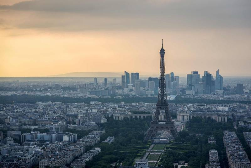 A picture taken on June 4, 2018 from the observatory deck of the Montparnasse tower in Paris, shows a view  the Eiffel tower and the Defense business district in background. / AFP / LUCAS BARIOULET