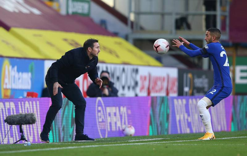 BURNLEY, ENGLAND - OCTOBER 31: Frank Lampard, Manager of Chelsea passes the ball to Hakim Ziyech of Chelsea  during the Premier League match between Burnley and Chelsea at Turf Moor on October 31, 2020 in Burnley, England. Sporting stadiums around the UK remain under strict restrictions due to the Coronavirus Pandemic as Government social distancing laws prohibit fans inside venues resulting in games being played behind closed doors. (Photo by Alex Livesey/Getty Images)