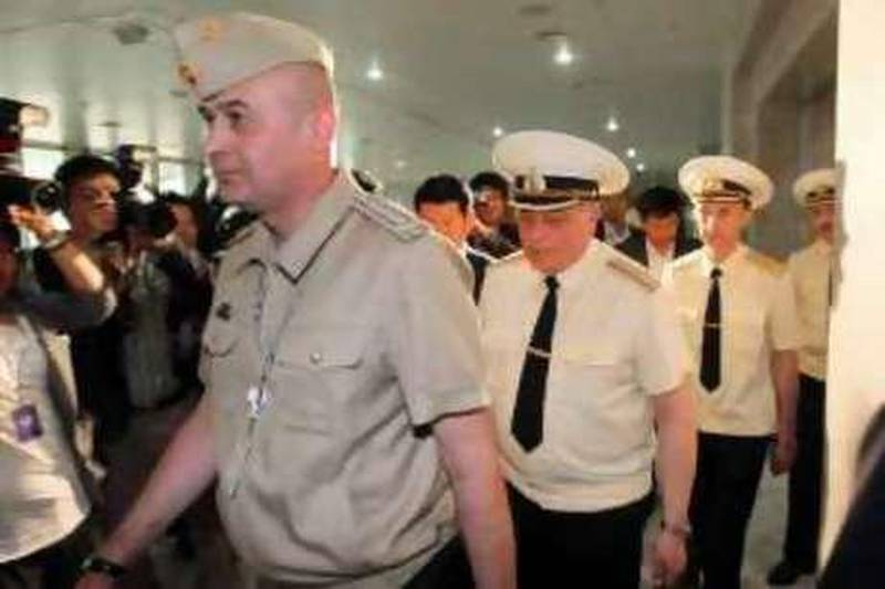 Investigators from Russia arrive at the South Korean defence ministry building in Seoul May 31, 2010. The Russian military experts started its own inspection on Monday of a broken section of what Seoul claims to be a North Korean torpedo which was salvaged near the sunken South Korean naval vessel, according to the South Korean defence ministry,Yonhap News Agency reported. REUTERS/Choi Jae-Gu/Yonhap (SOUTH KOREA - Tags: POLITICS MILITARY) NO SALES. NO ARCHIVES. FOR EDITORIAL USE ONLY. NOT FOR SALE FOR MARKETING OR ADVERTISING CAMPAIGNS. SOUTH KOREA OUT. NO COMMERCIAL OR EDITORIAL SALES IN SOUTH KOREA *** Local Caption ***  SEO107_KOREA-NORTH-_0531_11.JPG