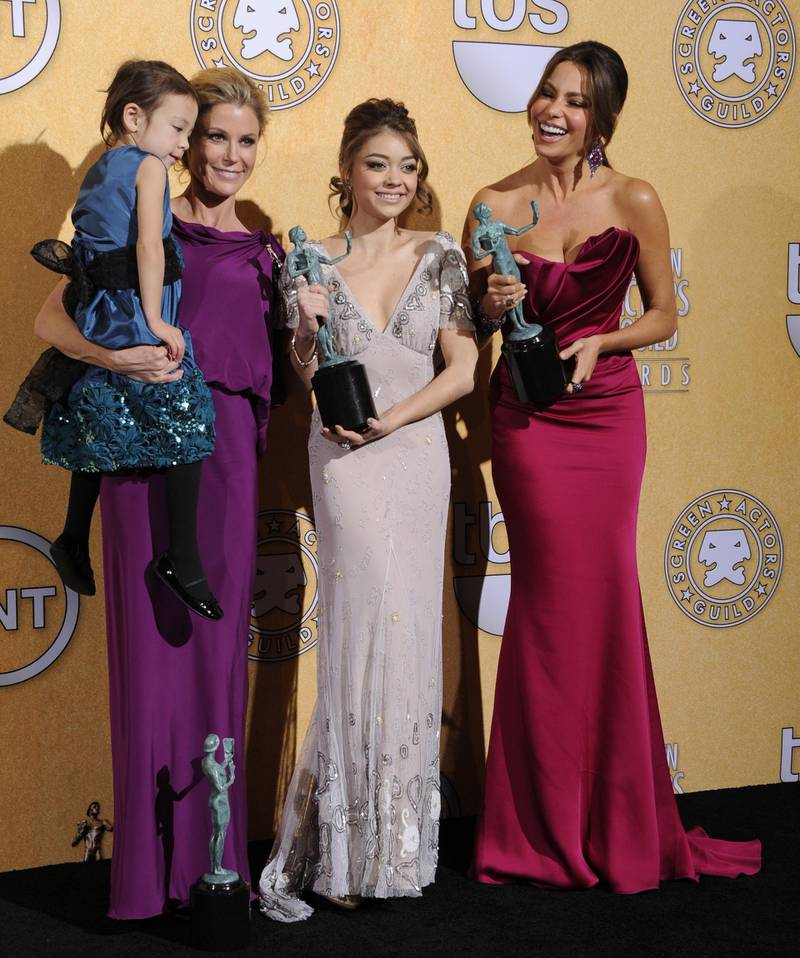 epa03085548 Colombian actress Sofia Vergara (R), US actress Sarah Hyland (2R), Julie Bowen (2L) and Aubrey Anderson-Emmons (L) hold up the award for Outstanding Performance by an Ensemble in a Comedy Series for 'Modern Family' at the 18th Annual Screen Actors Guild Awards held at the Shrine Auditorium in Los Angeles, California, USA, 29 January 2012.  EPA/PAUL BUCK