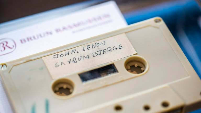 An image that illustrates this article Rare tape of John Lennon and Yoko Ono to go on sale in Denmark