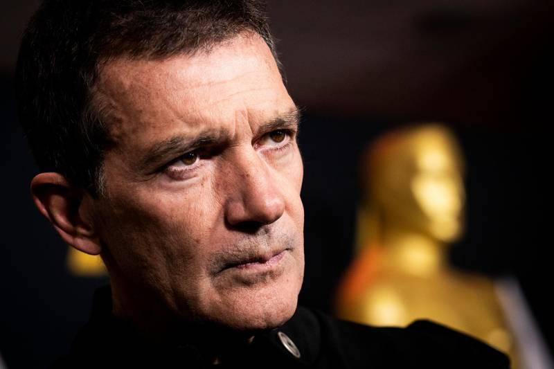 epaselect epa08199189 Spanish actor Antonio Banderas, 2020 Academy Awards nominee for Pain and Glory, poses during the Oscar Week - International Feature Film, at the Academy of Motion Picture Arts and Sciences, in Beverly Hills, California, USA, 06 February 2020.  EPA-EFE/ETIENNE LAURENT