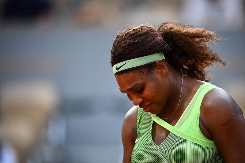 TOPSHOT - Serena Williams of the US reacts as she plays against Kazakhstan's Elena Rybakina during their women's singles fourth round tennis match on Day 8 of The Roland Garros 2021 French Open tennis tournament in Paris on June 6, 2021. / AFP / Christophe ARCHAMBAULT