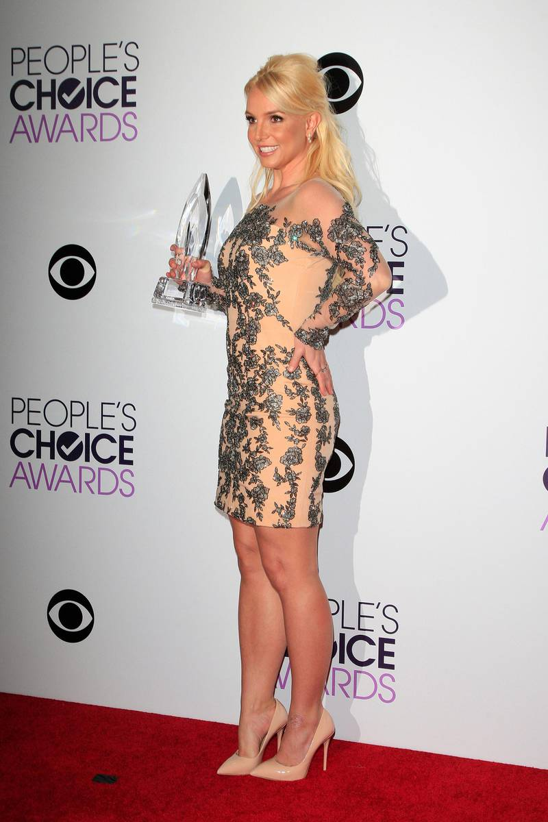 epa04012967 US singer Britney Spears poses with her award in the press room the 40th People's Choice Awards held at the Nokia Theater in Los Angeles, California, USA, 08 January 2014. She won the category Favorite Pop Artist.  EPA/NINA PROMMER