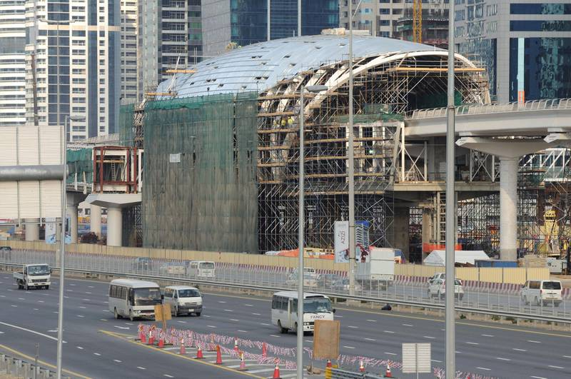 B8ABGJ Metro Construction at Sheikh Zayed Road in Dubai. January 2009. Image shot 01/2009. Exact date unknown.
