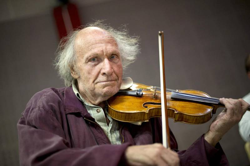 (FILES) In this file photograph taken on August 9, 2011, Israeli violonist Ivry Gitlis poses as he performs during a rehearsal with Una Stella Baroque musical ensemble in Marseille, southern France. World-renowned Israeli virtuoso violinist Ivry Gitlis died on December 24, 2020 in Paris at the age of 98, his family told AFP. / AFP / BERTRAND LANGLOIS