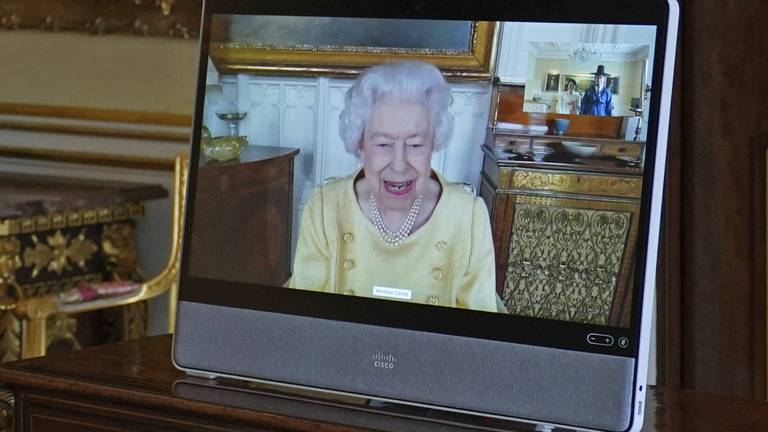 An image that illustrates this article UK's Queen Elizabeth returns to work after hospital stay