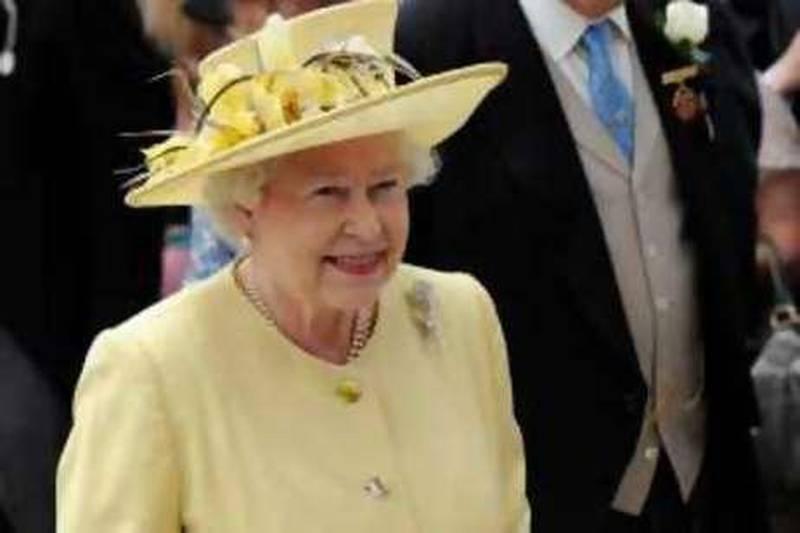 Britain's Queen Elizabeth arrives at Epsom Downs Racecourse, Epsom, England, Saturday, June 5, 2010. (AP Photo/Tom Hevezi) *** Local Caption ***  LTH102_Britain_Horse_Racing.jpg