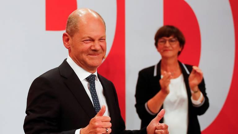 An image that illustrates this article German election results 2021: Social Democrats narrowly beat Merkel's bloc