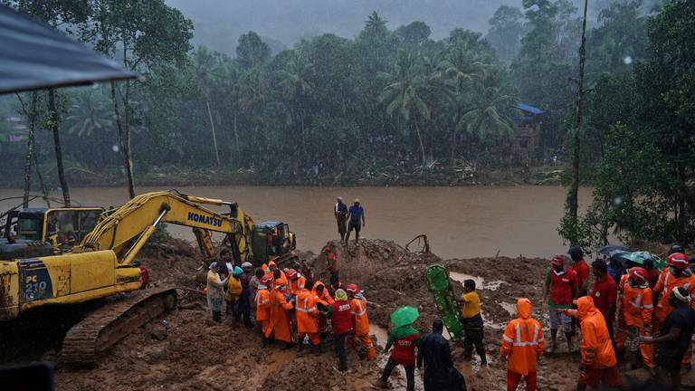 An image that illustrates this article Kerala floods: hundreds of families moved to safety as rivers rise
