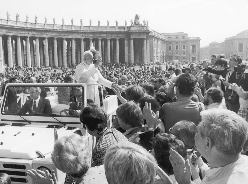 Pope John Paul II (1920 - 2005) greets the crowds in St Peter's Square at Easter, 1981. (Photo by Keystone/Hulton Archive/Getty Images)