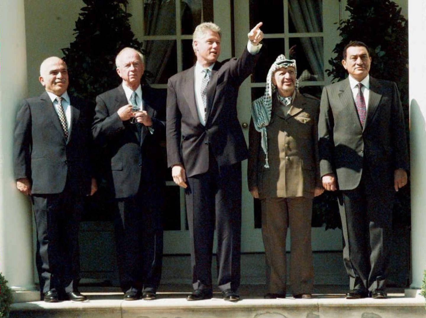 (FILES) A file photo taken on September 13, 1995 shows (L-R) Jordan's King Hussein, Israeli Prime Minister Yitzhak Rabin, US President Bill Clinton, PLO Chairman Yasser Arafat and Egyptian President Hosni Mubarak tour the White House Rose Garden on September 13, 1995 before ceremonies for the signing of an Israeli-PLO agreement on Palestinian autonomy in the West Bank.  Egypt's former long-time president Hosni Mubarak died on February 25, 2020, at the age 91 at Cairo's Galaa military hospital, his brother-in-law General Mounir Thabet told AFP. / AFP / - / J. DAVID AKE