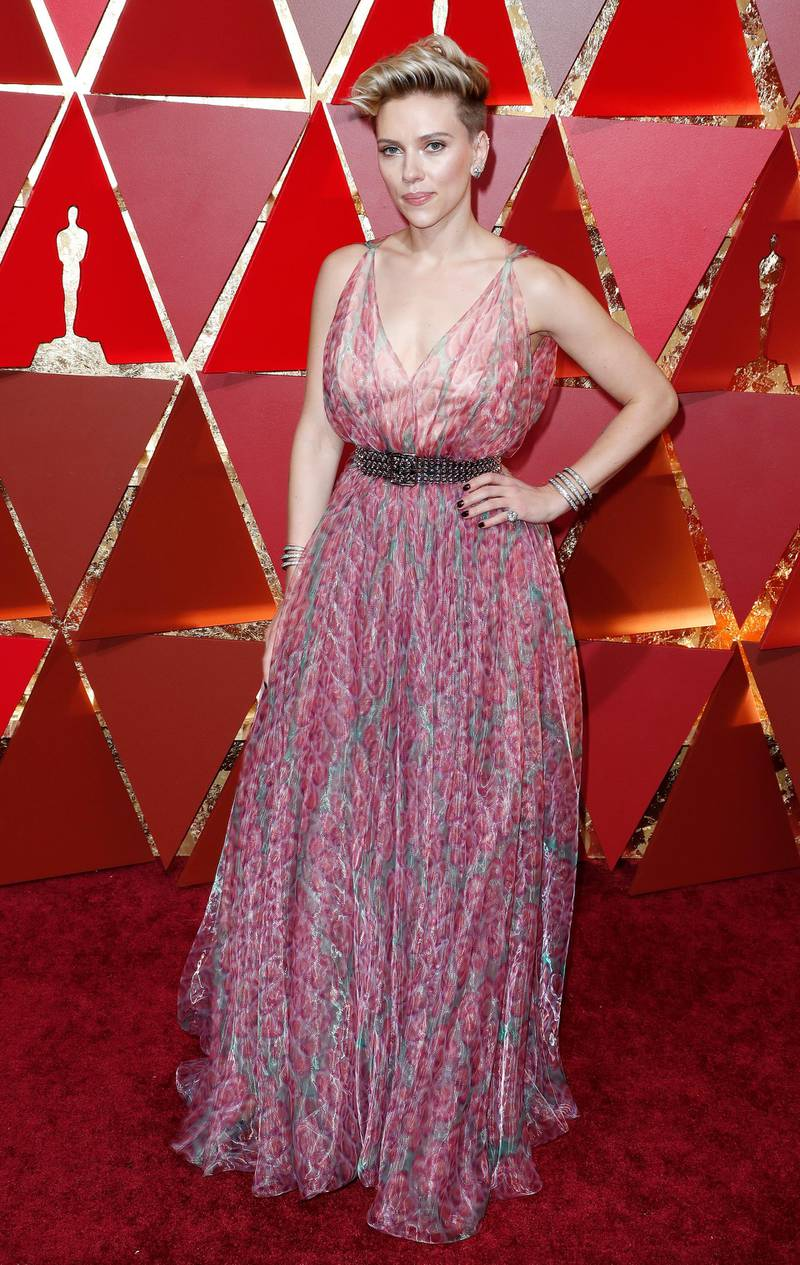 epa05817802 Scarlett Johansson arrives for the 89th annual Academy Awards ceremony at the Dolby Theatre in Hollywood, California, USA, 26 February 2017. The Oscars are presented for outstanding individual or collective efforts in 24 categories in filmmaking.  EPA/PAUL BUCK