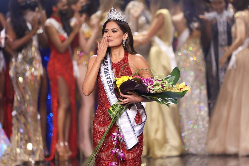 HOLLYWOOD, FLORIDA - MAY 16: Miss Mexico Andrea Meza is crowned Miss Universe 2021 onstage at the Miss Universe 2021 Pageant at Seminole Hard Rock Hotel & Casino on May 16, 2021 in Hollywood, Florida.   Rodrigo Varela/Getty Images/AFP == FOR NEWSPAPERS, INTERNET, TELCOS & TELEVISION USE ONLY ==