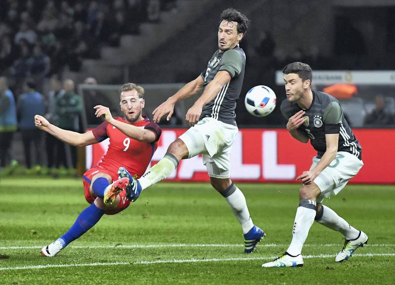 BERLIN, GERMANY - MARCH 26: Harry Kane (L) of England shoots at goal while Mats Hummels (C) and Jonas Hector (R) of Germany try to block during the International Friendly match between Germany and England at Olympiastadion on March 26, 2016 in Berlin, Germany.  (Photo by Matthias Hangst/Bongarts/Getty Images)