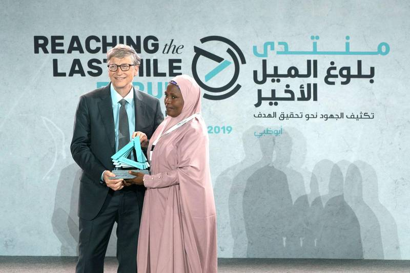 SAADIYAT ISLAND, ABU DHABI, UNITED ARAB EMIRATES - November 19, 2019: Bill Gates, Co-chair and Trustee of Bill & Melinda Gates Foundation (L) presents an awards, during the Reaching the Last Mile Forum, at the Louvre Abu Dhabi.  ( Eissa Al Hammadi for the Ministry of Presidential Affairs ) ---