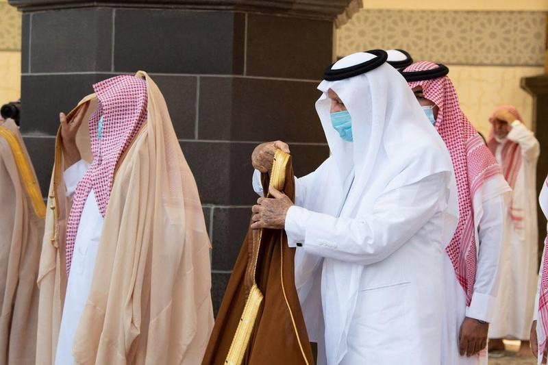 Khalid bin Faisal bin Abdulaziz Al Saud, the governor of Makkah Province, performs Istisqa (rain-seeking) prayer on Thursday at the holy mosque of Makkah in Saudi Arabia. Courtesy Makkah Province