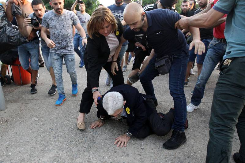 epa06751488 Mayor of Thessaloniki, Yiannis Boutaris (C), 75-years-old, is aided after being attacked by a group of nationalists during Remembrance Day which honors the 353,000 victims of the genocide against Pontian Greeks by Ottoman Turkey on the territory of Asia Minor in 1915-1923 in the city of Thessaloniki, northern Greece, 19 May 2018. A group of people approached Boutaris and told him to leave the event and attacked him with bottles. After he fell down he was kicked in the head and his body causing him injuries and sending him to the hospital.  EPA/STR