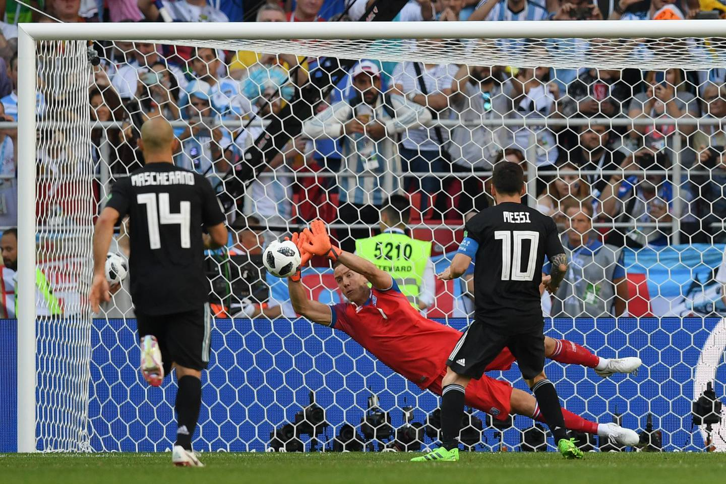 MOSCOW, RUSSIA - JUNE 16:  Hannes Halldorsson of Iceland saves a penalty from Lionel Messi of Argentina during the 2018 FIFA World Cup Russia group D match between Argentina and Iceland at Spartak Stadium on June 16, 2018 in Moscow, Russia.  (Photo by Matthias Hangst/Getty Images)
