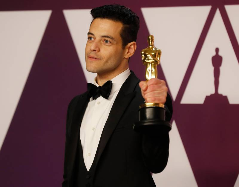 epa07395606 Rami Malek holds his Oscar for 'Best Actor in a leading Role' for 'Bohemian Rhapsody' as he poses in the press room during the 91st annual Academy Awards ceremony at the Dolby Theatre in Hollywood, California, USA, 24 February 2019. The Oscars are presented for outstanding individual or collective efforts in 24 categories in filmmaking.  EPA/ETIENNE LAURENT *** Local Caption *** 54174449 *** Local Caption *** 54174449