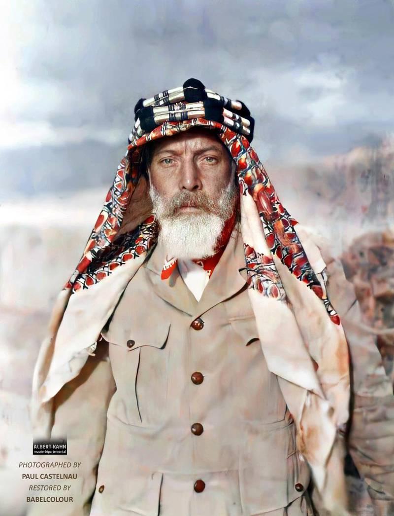 L'adjudant Chatellain, sous-officier français, Aqaba, Arabie (actuelle Jordanie), 25 mars 1918, (Autochrome, 12 x 9 cm),  Paul Castelnau, Département des Hauts-de-Seine, musée Albert-Kahn, Archives de la Planète, A 15 556