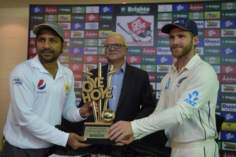 Pakistani cricket skipper Sarfraz Ahmed (L) and his New Zealand counterpart Kane Williamson (R) pose for photographs after unveiling the trophy for the upcoming Test series between Pakistan and New Zealand at the Zayed International Cricket Stadium in Abu Dhabi on November 15, 2018. - Pakistan skipper Sarfraz Ahmed was confident leg-spinner Yasir Shah and medium pacer Mohammad Abbas will act as double edged sword to tame New Zealand in the first Test starting in Abu Dhabi on November 16. (Photo by AAMIR QURESHI / AFP)