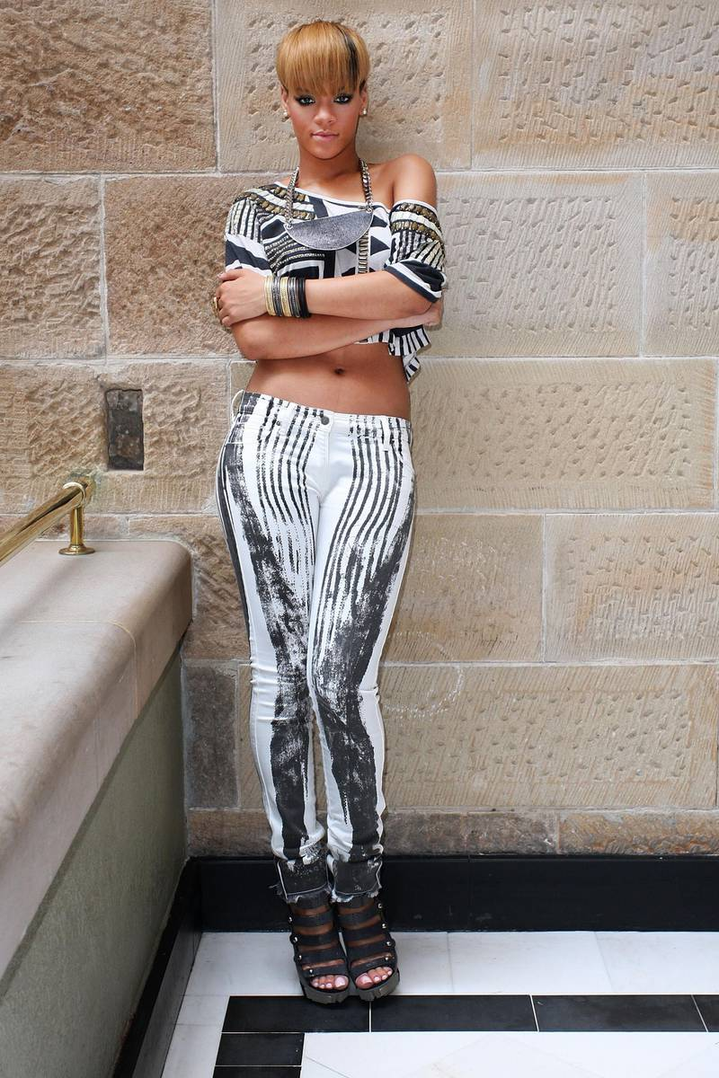 """SYDNEY, AUSTRALIA - FEBRUARY 14:  Pop star Rihanna attends a photo call during a short promotional tour in Sydney for her new album """"Rated R"""" at the Intercontinental Hotel on February 14, 2010 in Sydney, Australia.  (Photo by Lisa Maree Williams/Getty Images)"""