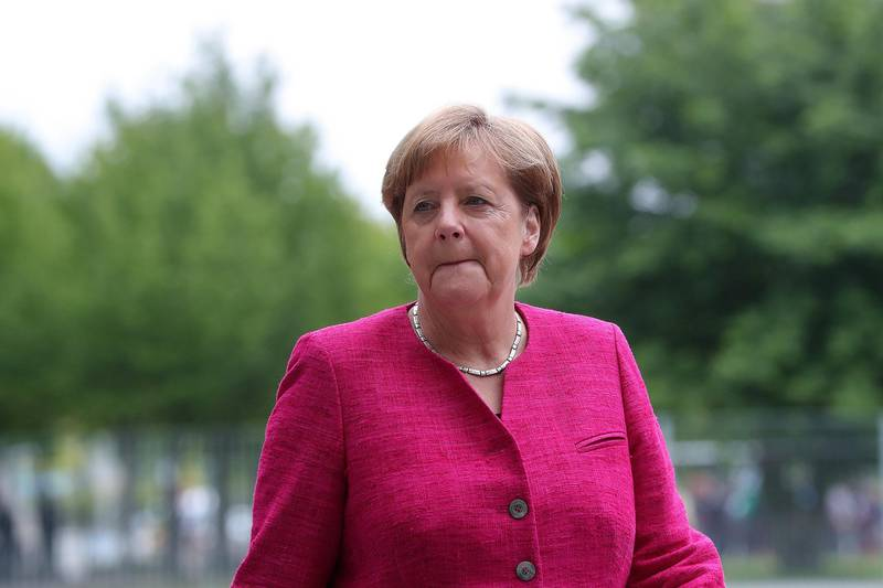 Angela Merkel, Germany's chancellor, awaits the arrival of Pedro Sanchez, Spain's prime minister, outside the Chancellery building in Berlin, Germany, on Tuesday, June 26, 2018. Merkeltopped migration hard-liners in a popularity poll in Bavaria, suggesting she still has room to maneuver in a government rift over border security. Photographer: Krisztian Bocsi/Bloomberg