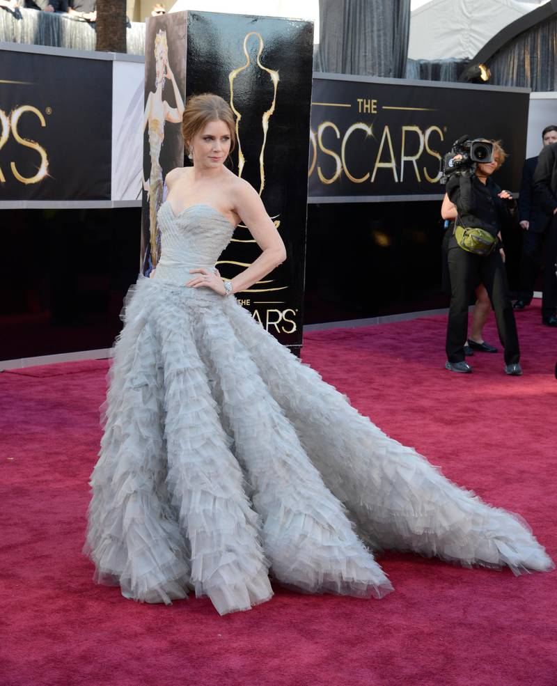 epa03599406 US actress Amy Adams arrives for the 85th Academy Awards in Hollywood, California, USA, 24 February 2013. The Oscars are presented for outstanding individual or collective efforts in up to 24 categories in filmmaking.  EPA/MIKE NELSON