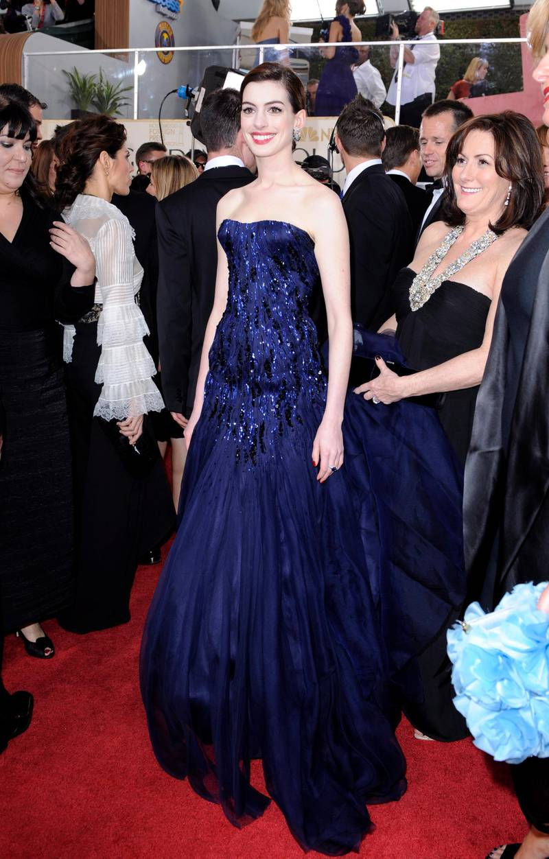 epa01597052 US actress Anne Hathaway arrives for the The 66th Annual Golden Globe Awards at the Beverly Hilton Hotel in Beverly Hills, California, USA, 11 January 2009. The Golden Globes honor  excellence in film and television.  EPA/PAUL BUCK