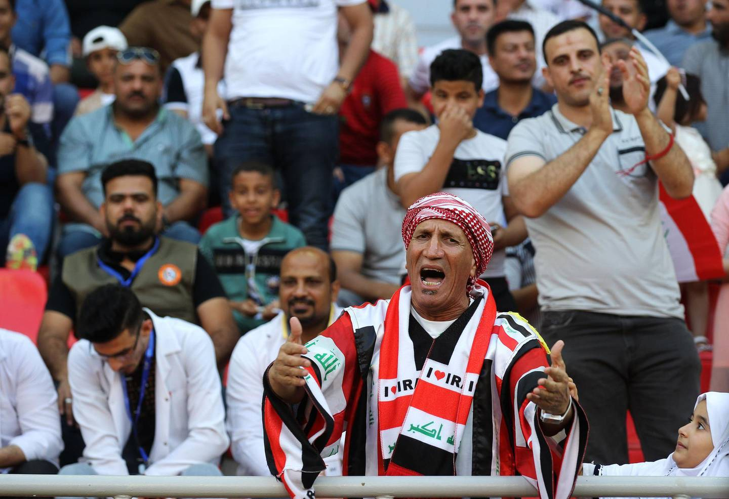 Iraqi fans watch the AFC Cup football match between Iraq's Al-Zawraa club and Bahrain's Manama club at the Karbala Sports City stadium on April 16, 2018. Iraq recently started hosting foreign football clubs for competitive matches for the first time in decades, after FIFA gave the go-ahead for games to resume.       / AFP PHOTO / AHMAD AL-RUBAYE