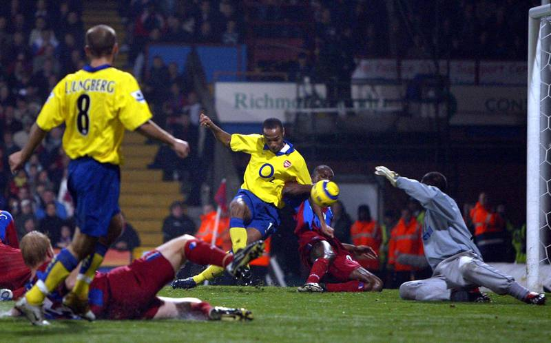 Arsenal's French striker Thierry Henry (C) scores the opening goal during a goal mouth scramble against Crystal Palace during their Premiership match at Selhurst Park in London 06 November 2004.       AFP PHOTO Adrian DENNIS (Photo by ADRIAN DENNIS / AFP)