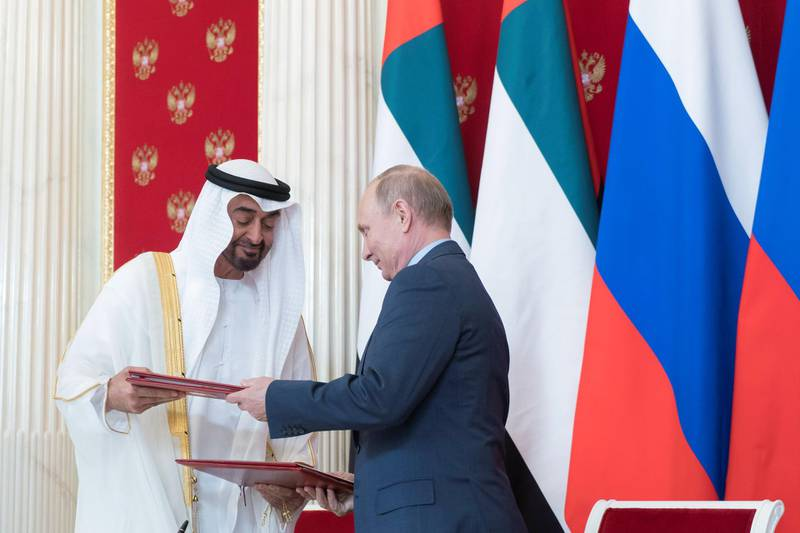 MOSCOW, RUSSIA - June 01, 2018: HH Sheikh Mohamed bin Zayed Al Nahyan, Crown Prince of Abu Dhabi and Deputy Supreme Commander of the UAE Armed Forces (L) and  HE Vladimir Putin Vladimirovich, President of Russia (R) exchange documents after the signing of a memorandum of understanding, at the Kremlin Palace.  ( Rashed Al Mansoori / Crown Prince Court - Abu Dhabi ) ---