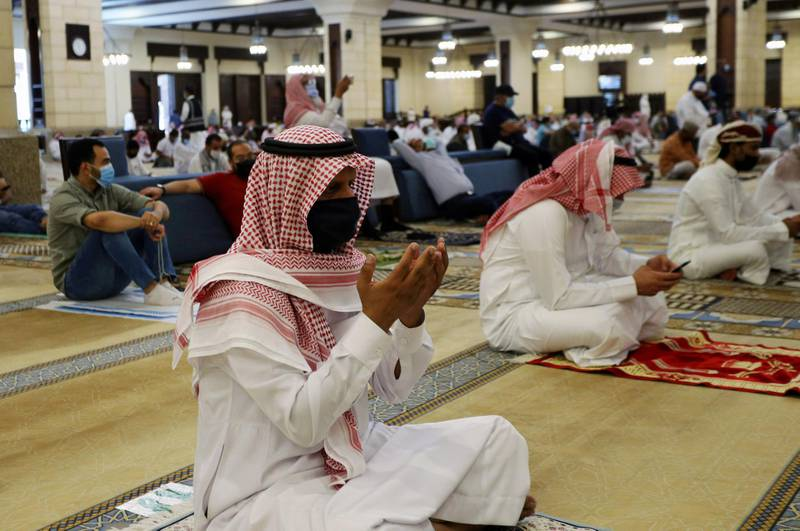 A Saudi man wearing a protective face mask performs the Friday prayers inside the Al-Rajhi Mosque, after the announcement of the easing of lockdown measures amid the coronavirus disease (COVID-19) outbreak, in Riyadh, Saudi Arabia June 5, 2020. REUTERS/Ahmed Yosri
