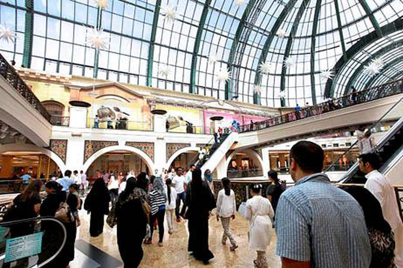 Dubai, United Arab Emirates- August, 10, 2013: Visitors at the Mall of Emirates during the EID holidays in Dubai . ( Satish Kumar / The National ) For Business *** Local Caption ***  SK100-MallofEmirates-05.jpg