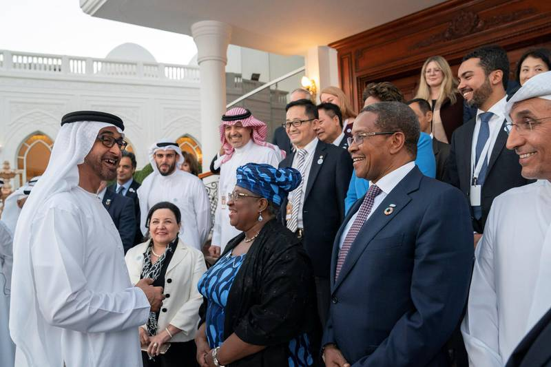ABU DHABI, UNITED ARAB EMIRATES - December 10, 2018: HH Sheikh Mohamed bin Zayed Al Nahyan, Crown Prince of Abu Dhabi and Deputy Supreme Commander of the UAE Armed Forces (L), speaks with GAVI Alliance Mid-term Review conference participants, during a Sea Palace barza.   ( Mohamed Al Hammadi / Ministry of Presidential Affairs ) ---
