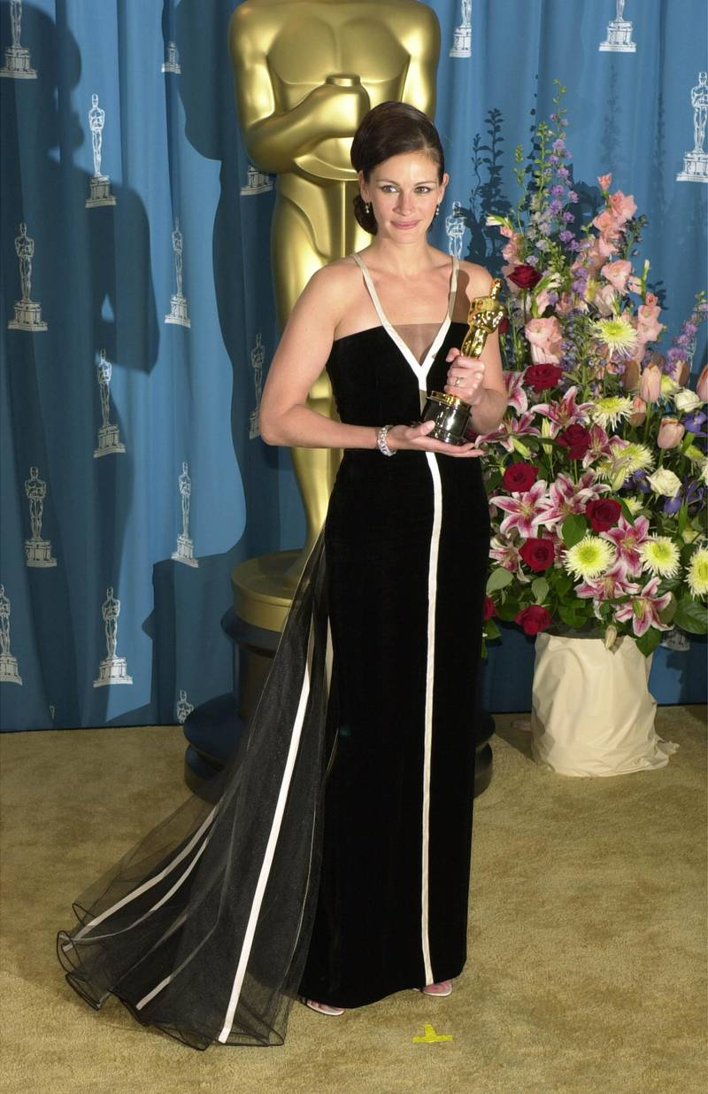 386900 126: Best Actress Julia Roberts poses with her Oscar during the 73rd Annual Academy Awards March 25, 2001 at the Shrine Auditorium in Los Angeles. Roberts is wearing a Valentino dress with Van Cleef & Arpels jewelry. Her hair is by Serge Normant of the Jed Root Agency and her makeup is by Genevive Herr. (Photo by Chris Weeks/Getty Images