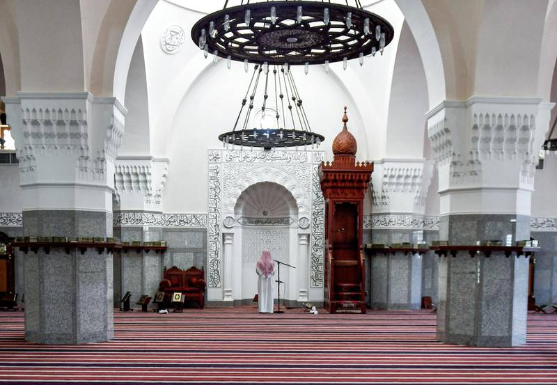 Imam Mohammed, muezzin of the Jaffali mosque in Saudi Arabia's Red Sea coastal city of Jeddah, announces the prayer call at the mosque which is closed due to a government decree as part of efforts to combat the COVID-19 coronavirus pandemic, during the Muslim holy month of Ramadan on April 28, 2020. (Photo by AMER HILABI / AFP)