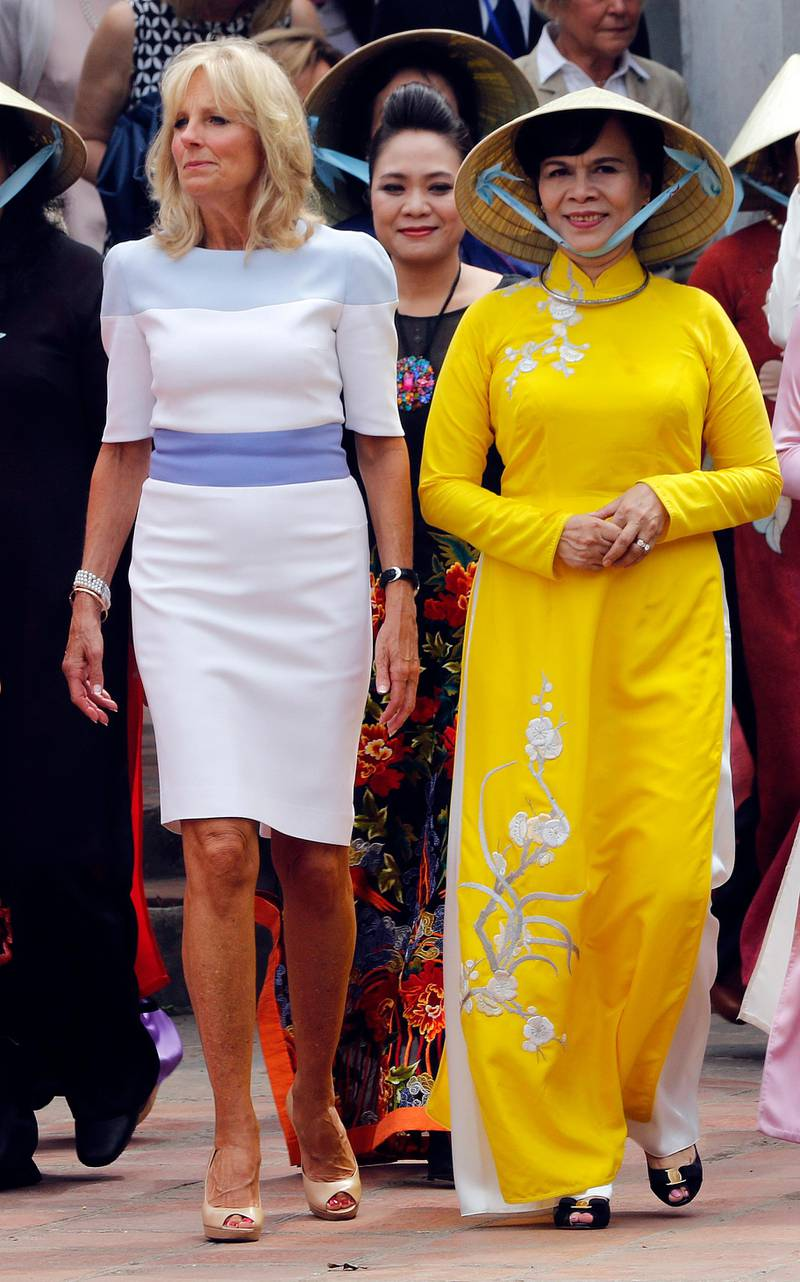 epa04853880 Jill Biden (L), wife of U.S. Vice President Joe Biden is accompanied by Vietnam's First Lady Mai Thi Hanh (right) during her visit to the  Van Mieu temple of literature in Hanoi, Vietnam 20 July 2015. Mrs Biden is on a two day visit to the country  EPA/LUONG THAI LINH