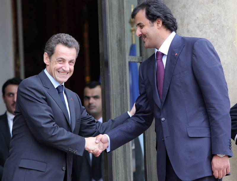 epa02016089 French President Nicolas Sarkozy, (L) bids farewell to Qatar's Sheikh Tamim Bin Hamad al Thani (R) after their working lunch the Elysee Palace, in Paris, France, 03 February 2010. President Sarkozy received Sheikh al Thani for a working lunch in order to disuss bilateral relationship and the situation in the Middle East region.  EPA/LUCAS DOLEGA *** Local Caption ***  02016089.jpg *** Local Caption ***  02016089.jpg
