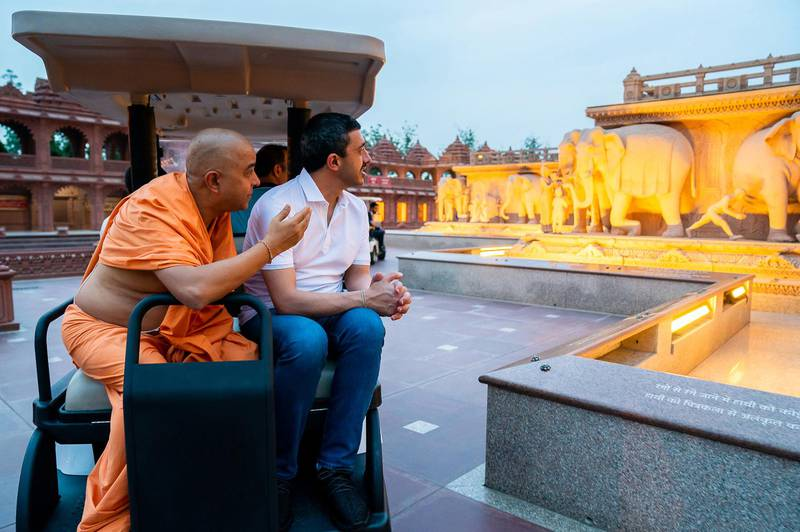His Highness Sheikh Abdullah bin Zayed Al Nahyan, Minister of Foreign Affairs and International Cooperation, visited the temple of Akshardham in the Indian capital New Delhi as part of his official visit to the Republic of India. MOFAAIC / Wam