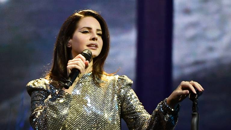 An image that illustrates this article Lana Del Rey digs deep in new album 'Blue Banisters'