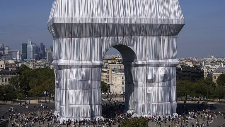 An image that illustrates this article Today's best photos: from a wrapped Arc de Triomphe to a SpaceX splash-down