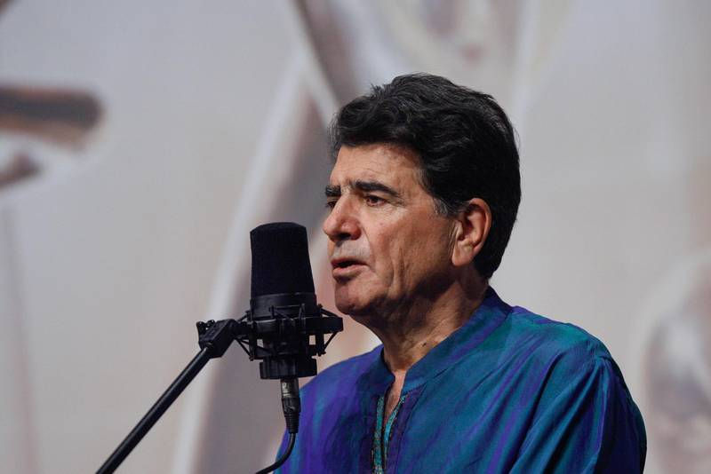 CORRECTION / This picture taken on October 20, 2008 shows Iran's legendary singer, instrumentalist, and composer Mohammad-Reza Shajarian singing before a microphone in the capital Tehran. Shajarian, who embodied traditional and classical music in Iran, died in Tehran on October 8, 2020 after a long battle with illness, his son said. -   / AFP / ISNA / Alireza SOTAKBAR