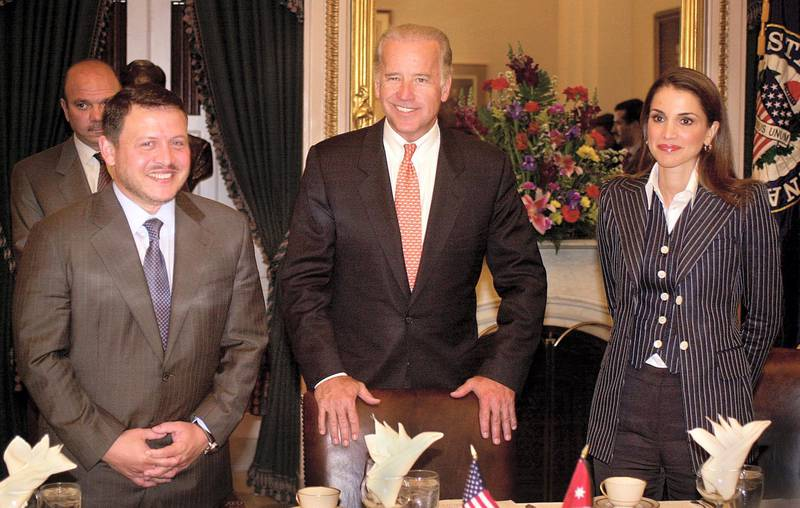 US Senator Joseph Biden Jr. (R-DE)(C) hosts King Abdullah of Jordan (L) and Queen Rania at a Senate Foreign Relations luncheon 08 May, 2002 during their visit to the US Capitol in Washington, DC. The King is meeting with Congressional leaders and US President George W. Bush later 08 May.  AFP PHOTO/Shawn THEW (Photo by SHAWN THEW / AFP)