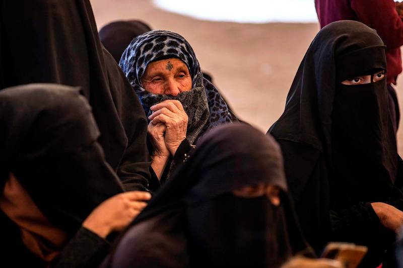 Syrian women wait to leave the Kurdish-run al-Hol camp holding relatives of alleged Islamic State (IS) group fighters, in the al-Hasakeh governorate in northeastern Syria, on November 24, 2020. A Kurdish official in charge of the region's camps, said 515 people from 120 families were returning to areas in the east of Deir Ezzor province, the first to do so after the Kurdish authorities in northeast Syria vowed to allow thousands of Syrians including the families of IS fighters out of the over-populated camp. / AFP / Delil SOULEIMAN