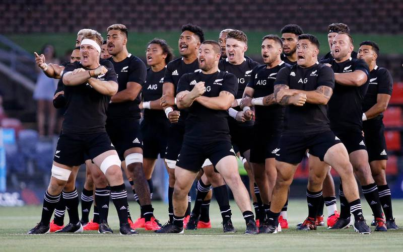 epa08847913 The All Blacks players perform the Haka before the Tri Nations rugby match between the Argentina Pumas and New Zealand All Blacks at McDonald Jones Stadium in Newcastle, Australia, 28 November 2020.  EPA/DARREN PATEMAN AUSTRALIA AND NEW ZEALAND OUT